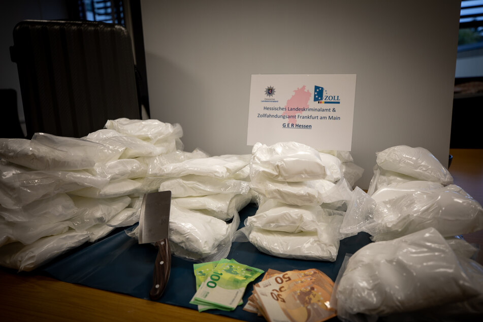 Nach monatelangen Ermittlungen: Fahnder stellen Riesenmenge Drogen sicher, drei Festnahmen