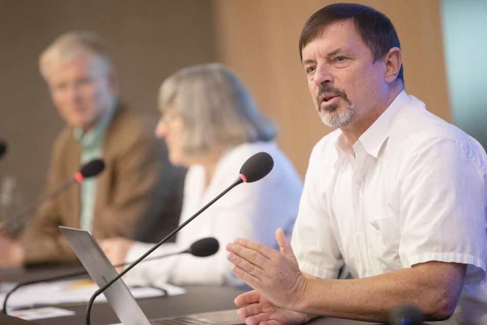 Ralf Scholl, Landesvorsitzender des Philologenverbands Baden-Württemberg, spricht bei einer Pressekonferenz im September im Landtag über das Schuljahr.