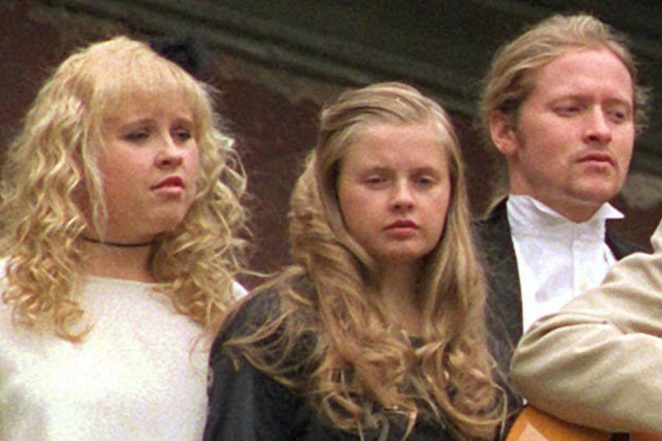 5. Oktober 1998: Barby Kelly steht zwischen Joey (48) und Maite Kelly (41).
