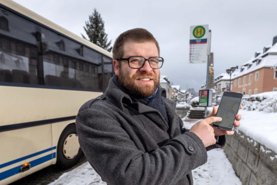 """""""Smart City""""-Projektleiter Martin Benedict (34) will mit seinem Team einen digitalen Rufbus in Zwönitz, das """"ERZmobil"""" realisieren."""