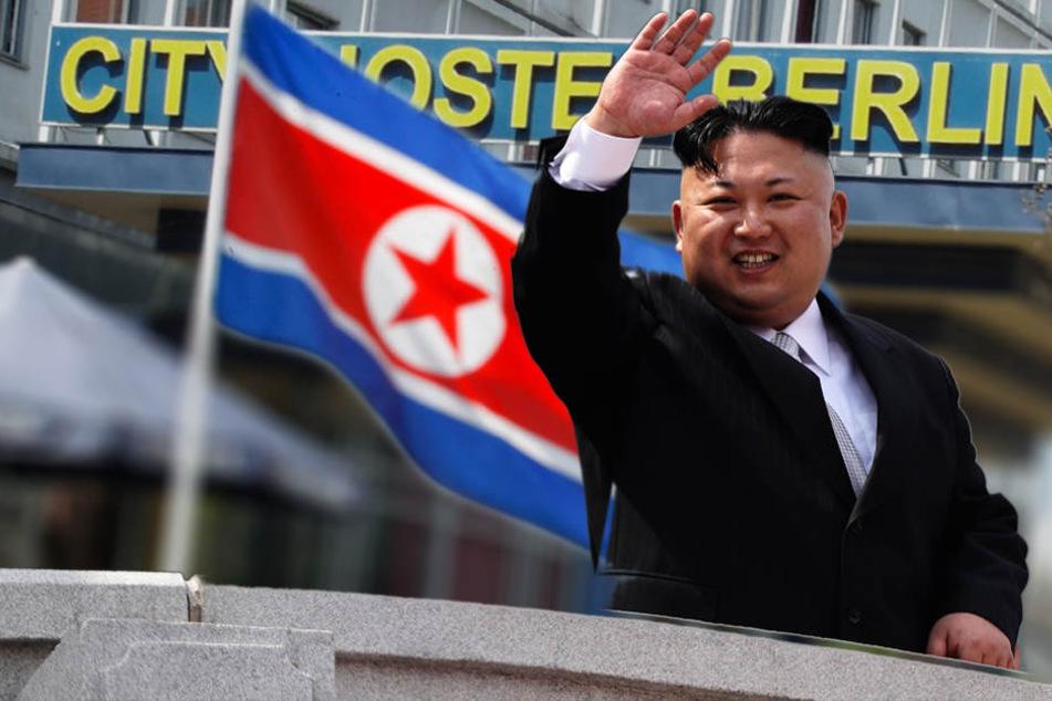 Dank eines Schlupflochs kann Nordkoreas Diktator Kim Jong-un einnahmen aus der Pacht für ein Hostel in Berlin erzielen. (Bildmontage)