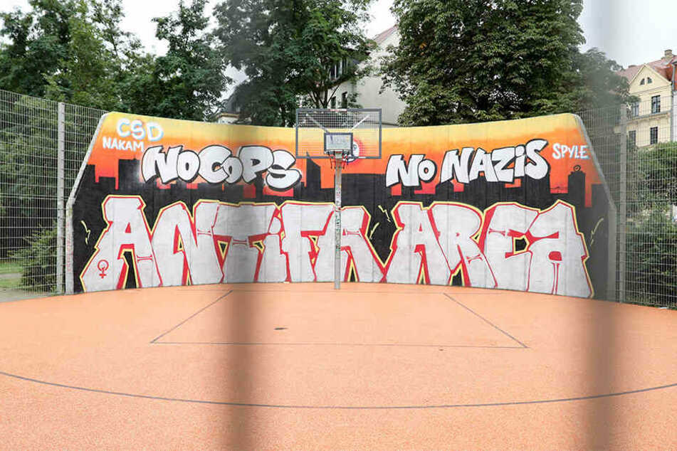 Die Stadt hat das umstrittene No-Cops-Graffito mittlerweile fünfmal entfernen lassen. (Archivbild)