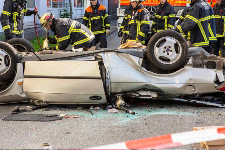 Gas und Bremse verwechselt? Mann stürzt aus Parkhaus in den Tod