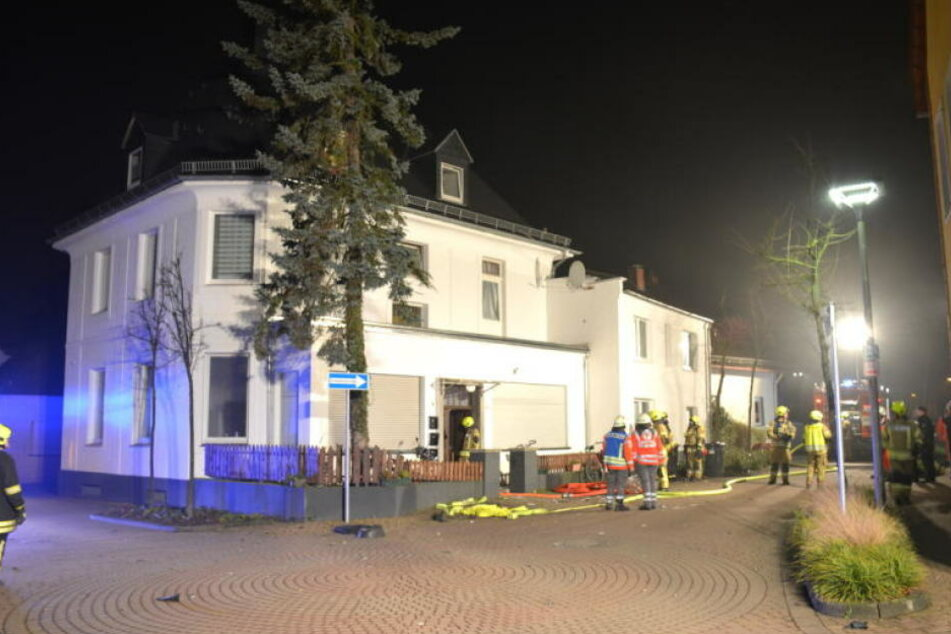 An diesem Mehrfamilienhaus explodierte der Sprengsatz.