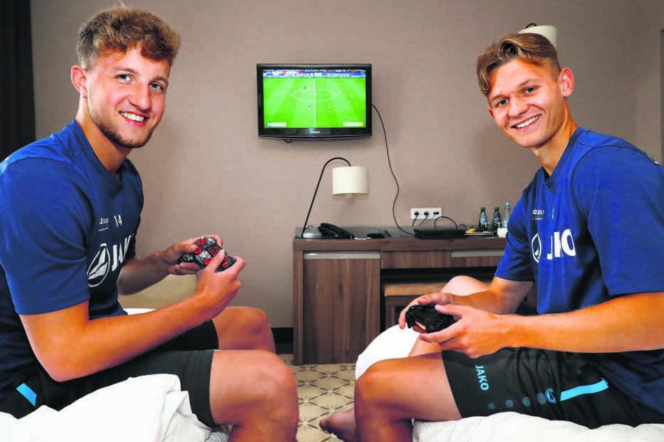 Die CFC-Eigengewächse Tim Campulka (l.) und Erik Tallig sind im Polen-Camp Zimmergenossen - und Konkurrenten an der Playstation.