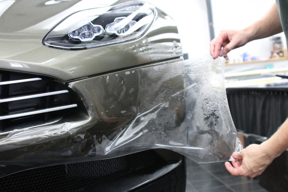 Diese geniale Folie schützt Euer Auto vor Steinschlägen
