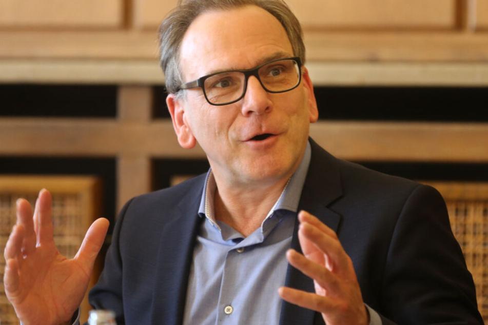 """Der Wuppertaler Oberbürgermeister Andreas Mucke (52) hat sich mit seiner Stadt für den """"Tatort"""" beworben."""