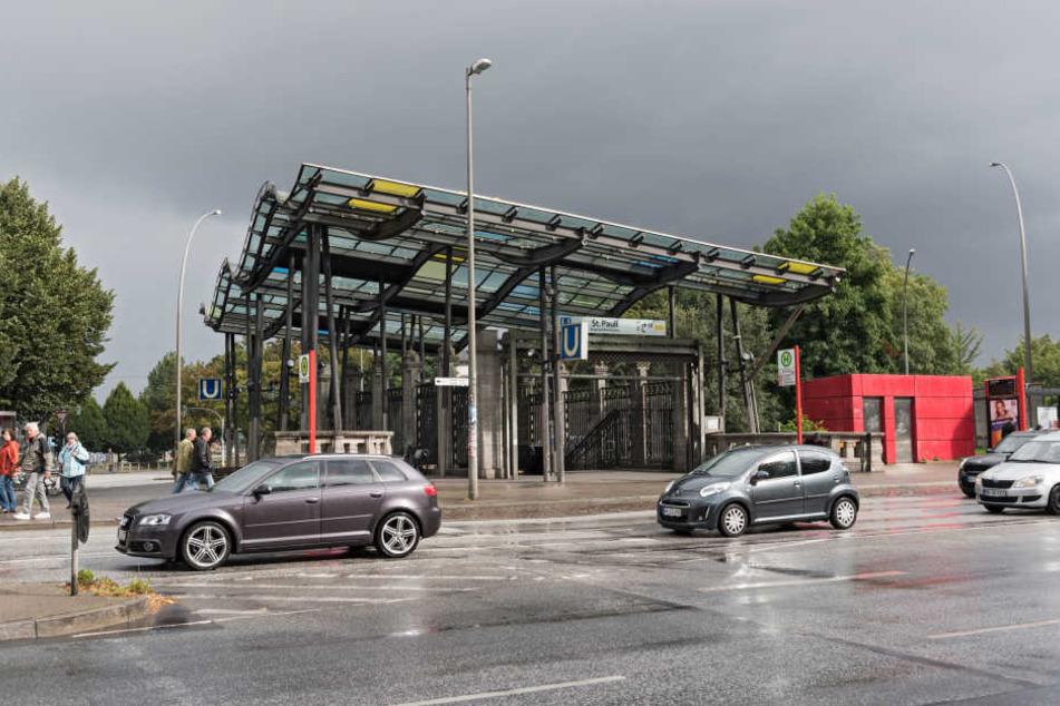 Am U-Bahnhof St. Pauli sollte die 16-Jährige ihre Personalien abgeben.