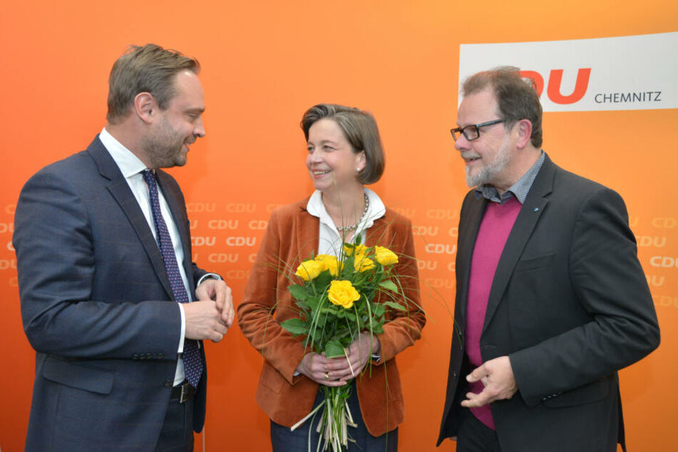 Blumen für die Siegerin: Almut Patt (51) tritt für die CDU zur Wahl an.