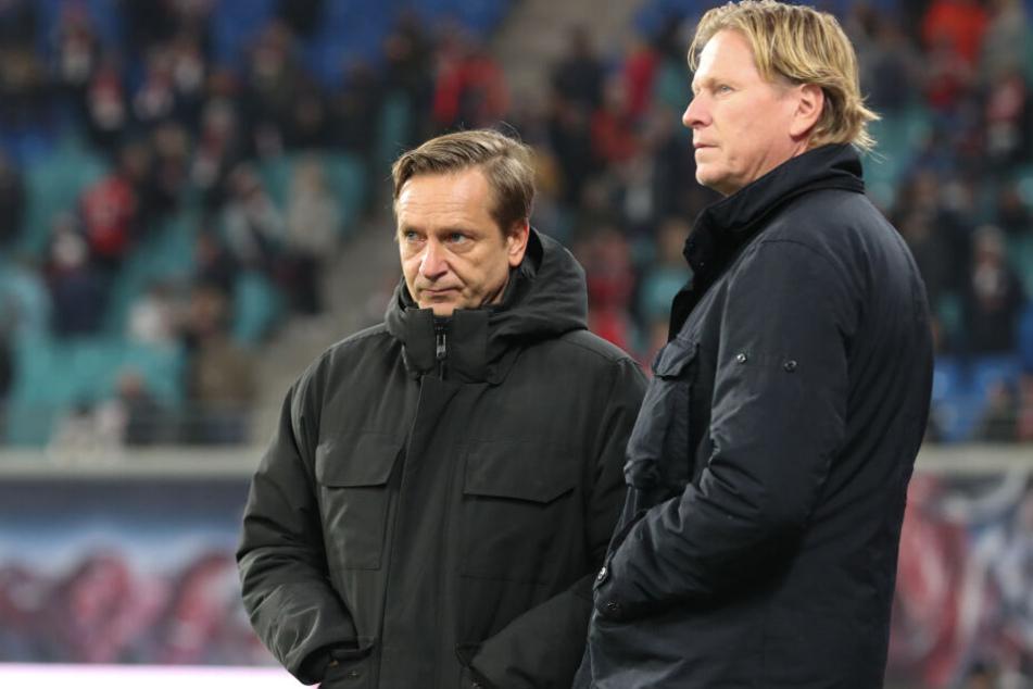 Die Blicke sagen alles: Kölns neuer Geschäftsführer Sport Horst Heldt (l) und Trainer Markus Gisdol.