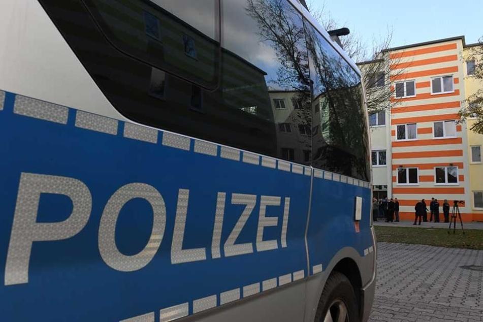 Ein Polizeiwagen steht vor der Berliner Polizeiakademie (Archivbild).