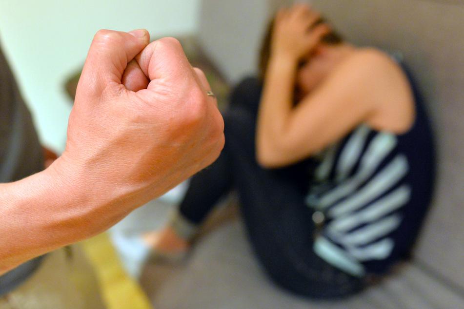 Im eigenen Zuhause: So viel Gewalt müssen Frauen in Quarantäne aushalten