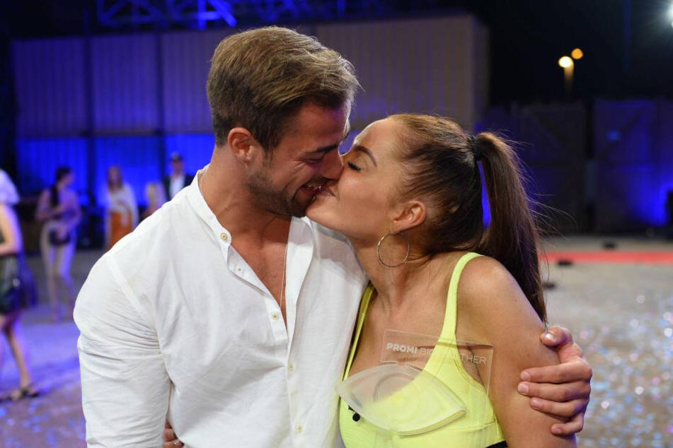 Hoffen auf eine gemeinsame Zukunft miteinander: Tobias Wegener (26) und Janine Pink (32).