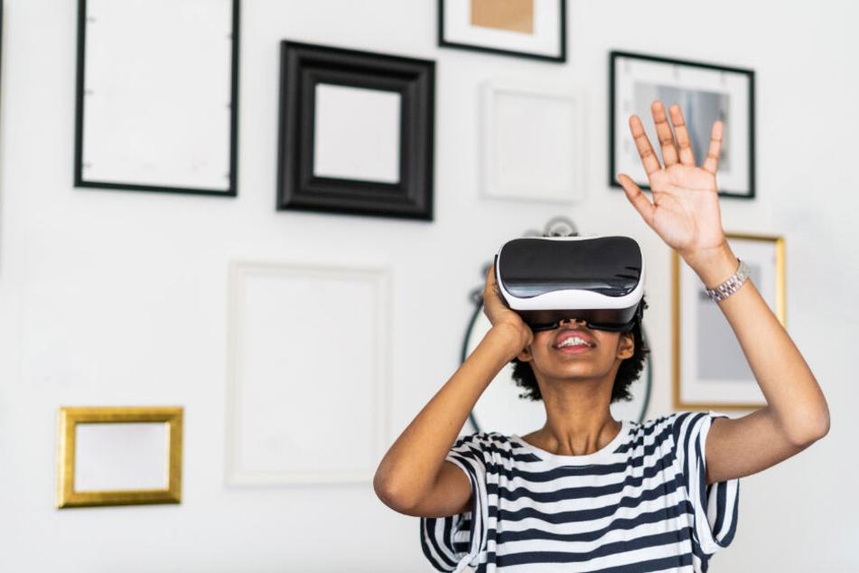 """Wahrscheinlich per VR-Brille können die Dresdner schon bald durch die neuen Straßenbahnen """"gehen""""."""
