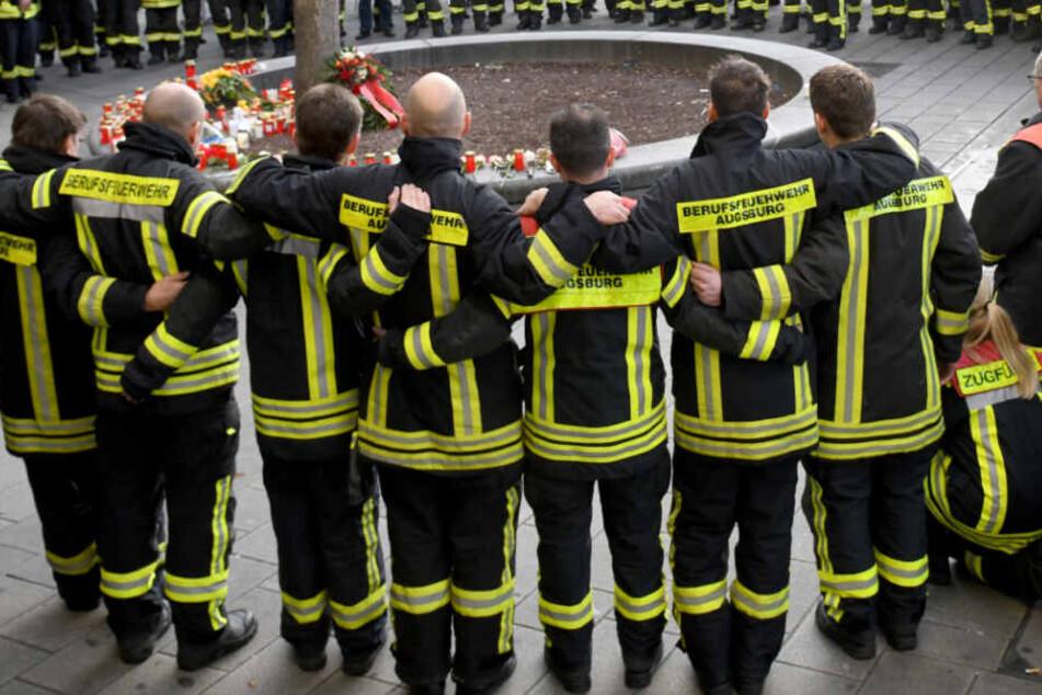 Mehr als 100 Feuerwehrleute haben nach der Tat ihres Kollegens gedacht. (Archiv)
