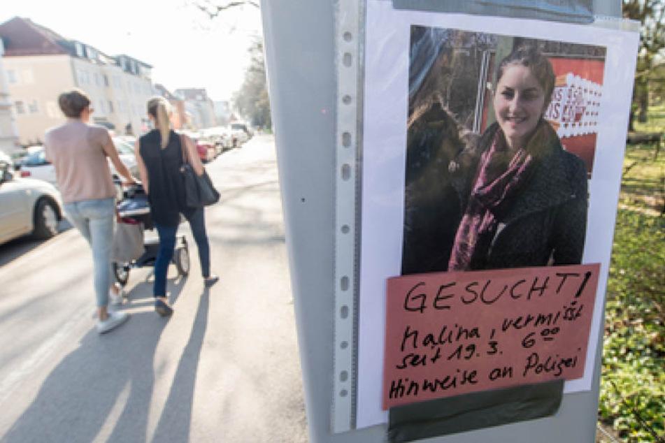 Suchplakate mit einem Foto der vermissten Studentin Malina wurden in Regensburg angebracht.