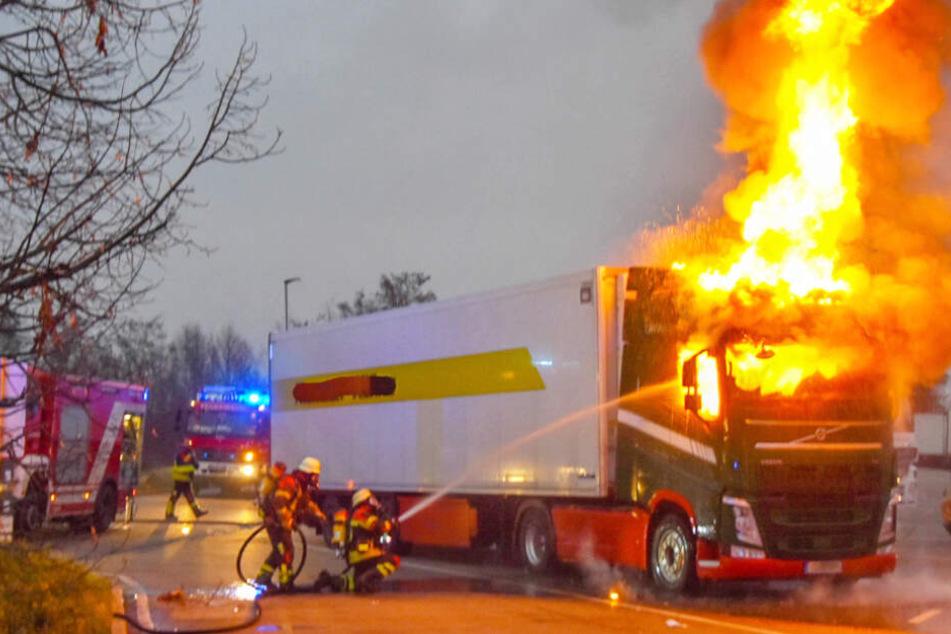 Lkw-Fahrer nimmt komischen Geruch wahr, dann folgt das Inferno