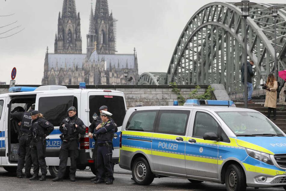 Die Polizei sicherte Köln ab.