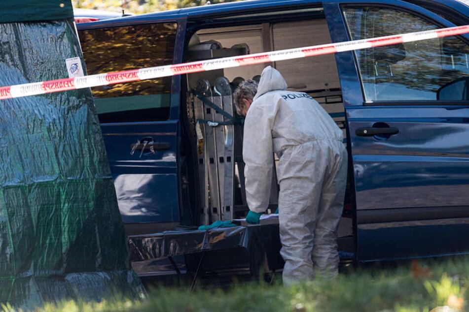 Am Ufer der Dreisam wurde eine Frauenleiche entdeckt - nun ermittelt die Mordkommission.