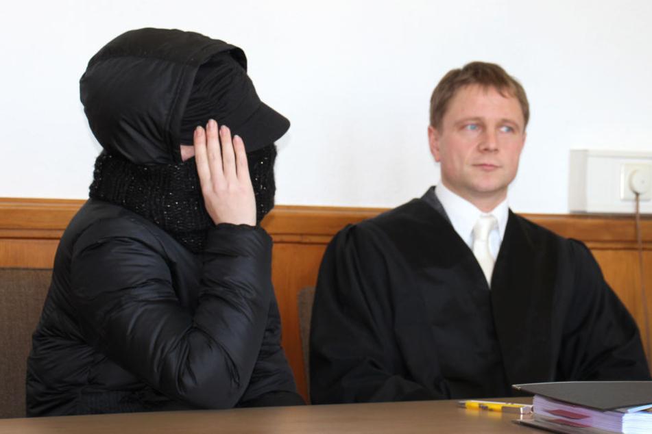 Die Angeklagte muss sich wegen des Hungertodes ihres zweijährigen Sohnes vor dem Landgericht Arnsberg verantworten (Archivbild).