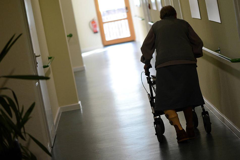In Mainz soll ein Pfleger mehrere Altenheim-Bewohner gequält haben.