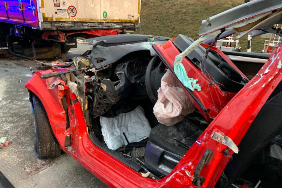 Der Skoda erlitt durch den Crash einen Totalschaden.