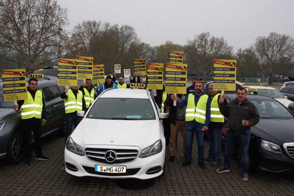 Haben Angst vor der billigen Konkurrenz: Stuttgarter Taxi-Fahrer.
