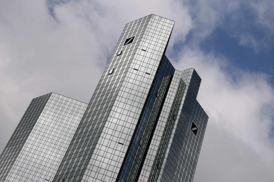Die Razzia fand in der Zentrale der Deutschen Bank in der Mainmetropole statt. (Symbolbild)