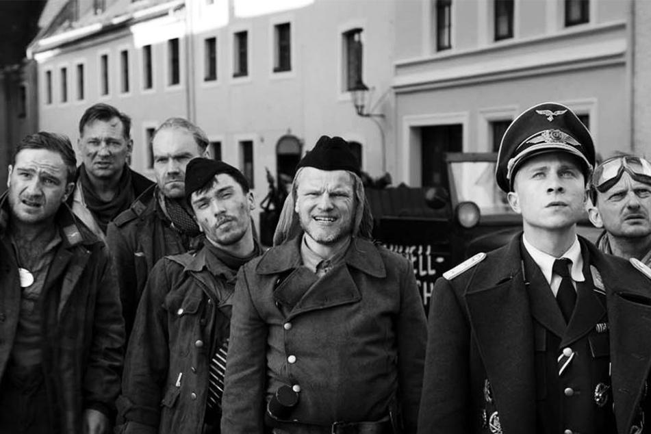 """""""Der Hauptmann"""" mit Frederick Lau (l.), Max Hubacher (Zweiter von rechts) und Milan Peschel (r.) ist der beste deutsche Film des Jahres."""