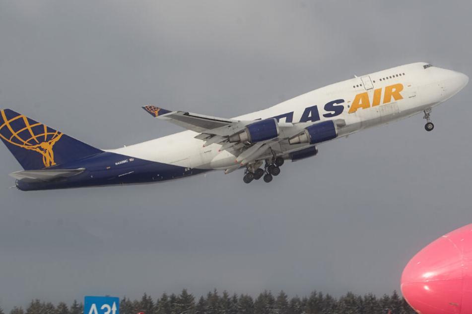 Eine solche Maschine der amerikanischen Fluggesellschaft Atlas Air musste am Mittwochmittag am Airport Leipzig/Halle notlanden. (Archivbild)