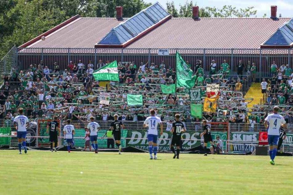 Mehrere Hundert Chemie-Fans begleiteten die BSG nach Ostsachsen.