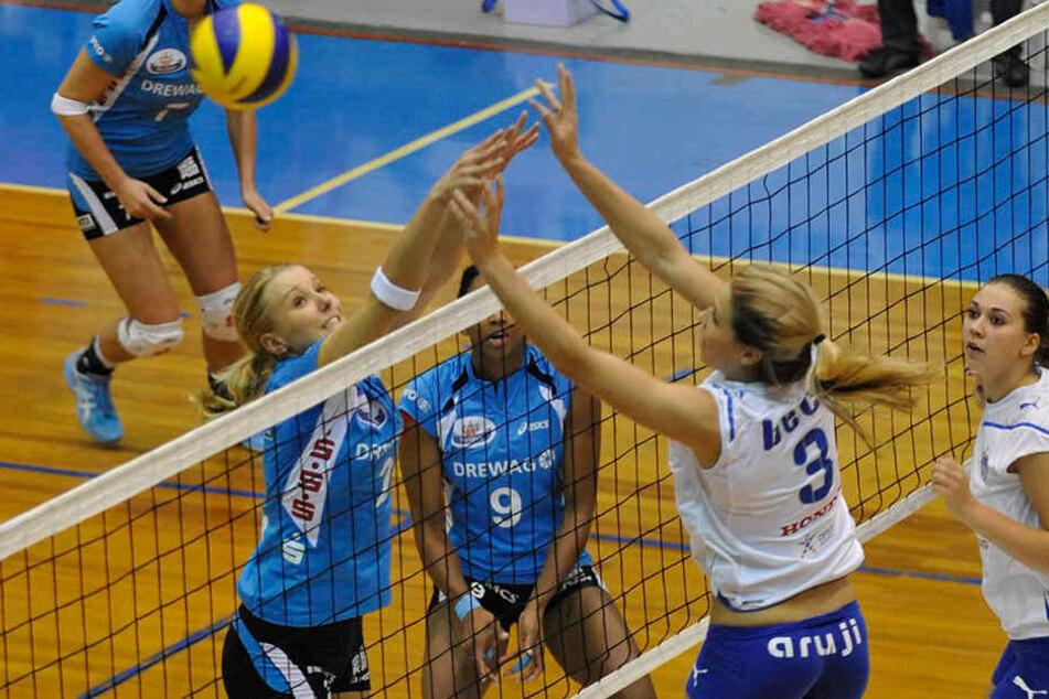 Morgan Beck (rechts, Nummer 3) spielte einst Volleyball und trat sogar gegen den Deutschen Meister und Pokalsieger Dresdner SC (l. mit Mareen Apitz) an.