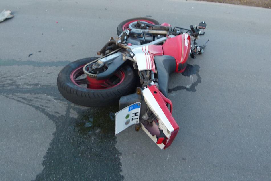 Der Motorradfahrer (23) wurde schwer verletzt ins Krankenhaus gebracht.