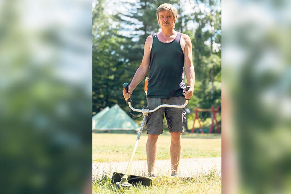 Hausmeister Mirko Arnold (56) entdeckte während seiner täglichen Müllrunde durch Zufall, dass jemand das Geländer manipuliert hatte.