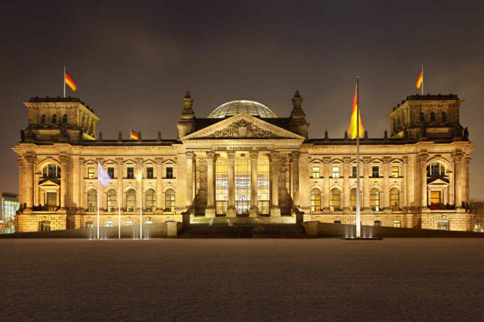 """Der Reichstag in Berlin: Merz empfiehlt, in den Parlamenten """"unaufgeregter"""" mit der AfD umzugehen."""