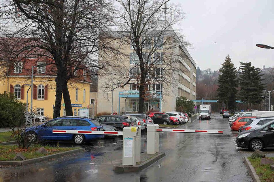 Am Parkplatz am Ärztehaus Blasewitz passierte der Unfall beim Ausparken.
