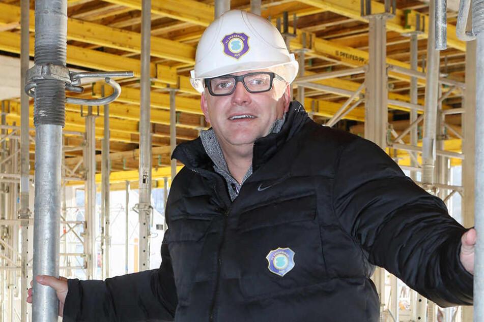 FCE-Geschäftsführer Michael Voigt auf der Stadion-Baustelle.