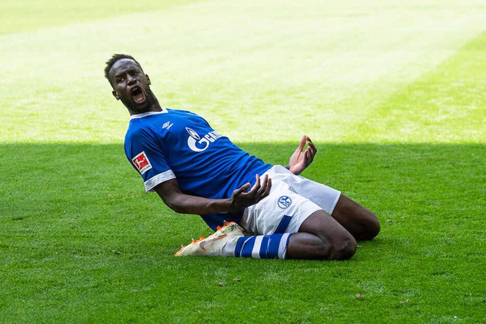 Salif Sané köpfte Schalke in der 28. Minute mit 2:1 in Führung.