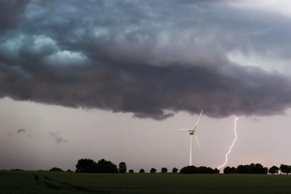 Mit den Unwettern kam auch der Regen und die damit verbundene Abkühlung. (Symbolbild)