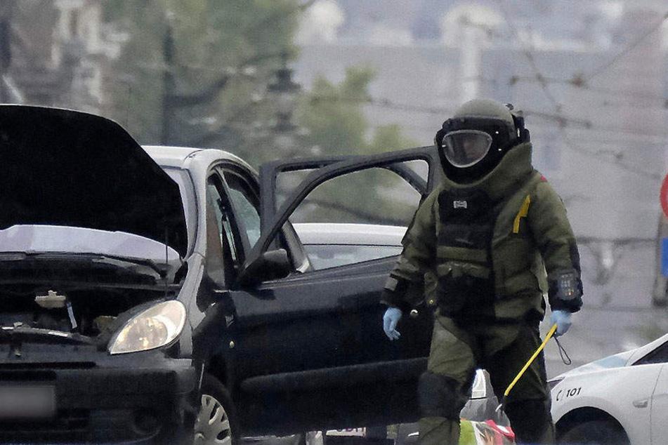 Schüsse und Sprengstoff-Drohung! Auto mit deutschem Kennzeichen löst Großeinsatz aus