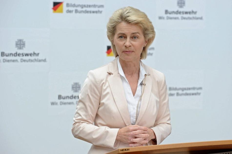 Verteidigungsministerin Ursula von der Leyen (58, CDU).