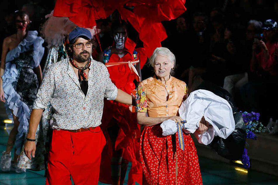 Die Modedesignerin Vivienne Westwood (re) und ihr Ehemann Andreas Kronthaler.
