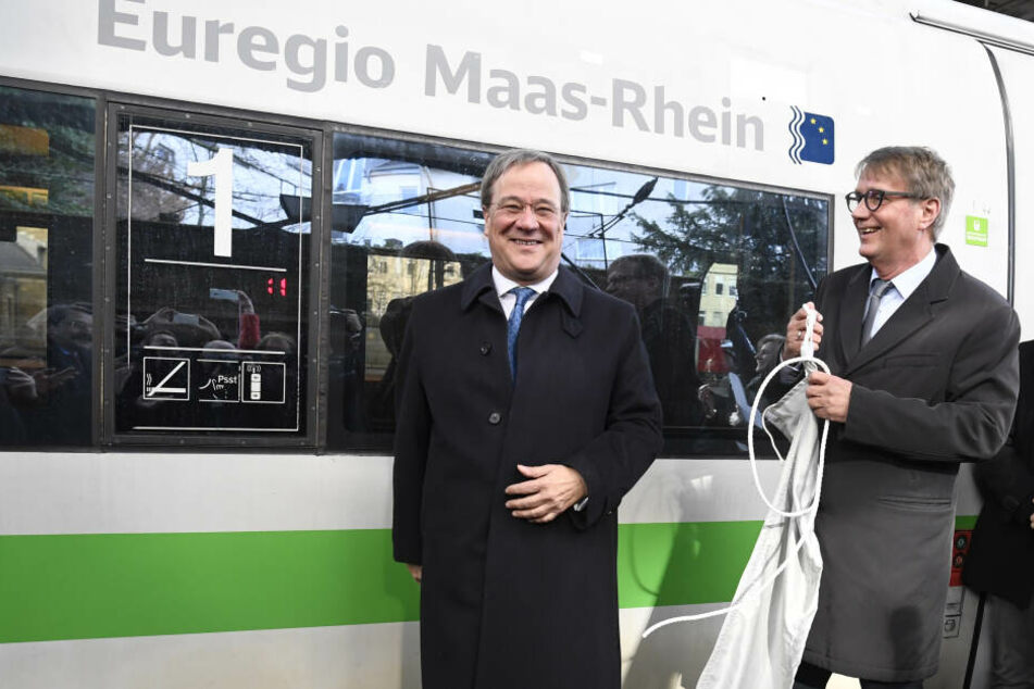 NRW-Ministerpräsident Armin Laschet (CDU, links) bei der Taufe eines neuen ICE-Zuges.