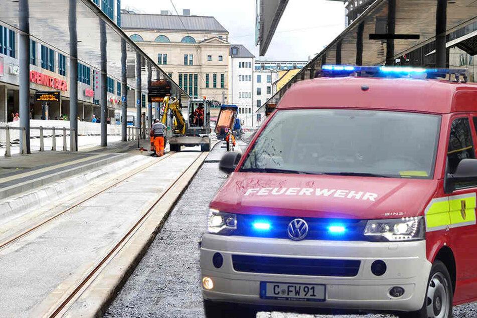 Bei Bauarbeiten in der Rathausstraße staubte es so stark, dass die Feuerwehr anrückte. (Bildmontage)