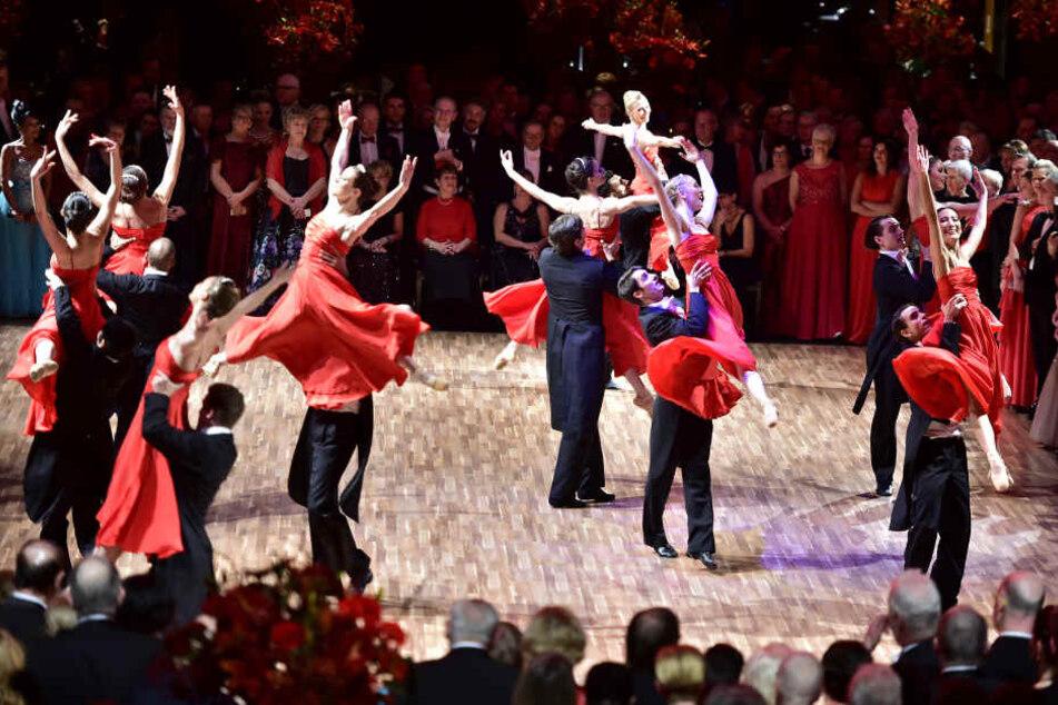 Das Chemnitzer Ballett bei der Eröffnung des Balls.