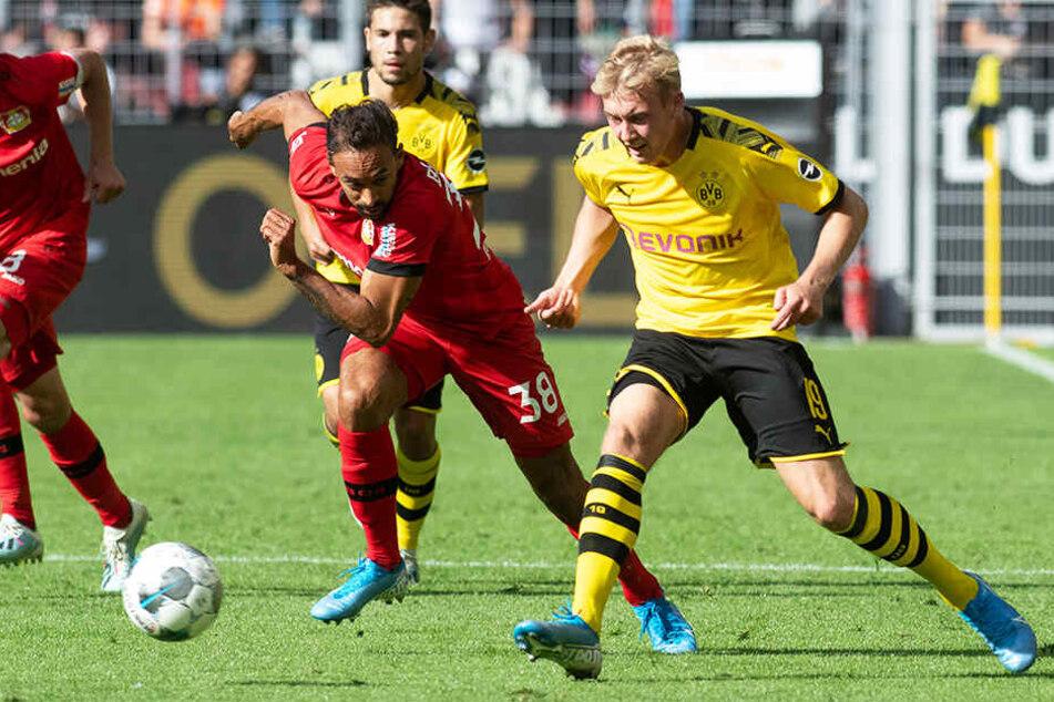 Letzte Saison Leverkusen, nun BVB: Julian Brandt (r.) im Duell mit seinem früheren Teamkollegen Karim Bellarabi.