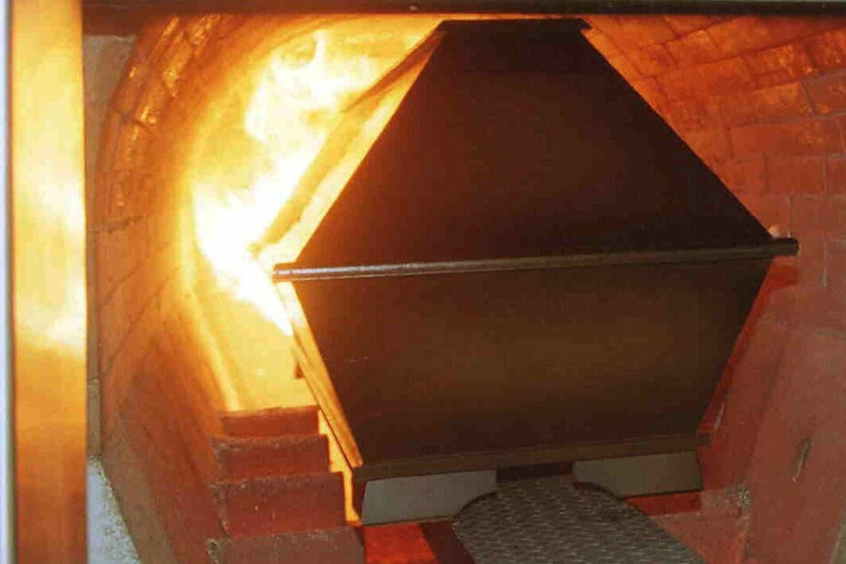 Am Mittwoch setzte eine übergewichtige Leiche ein Bestattungsinstitut in Brand.