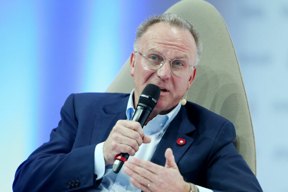 Karl-Heinz Rummenigge, Vorsitzender von Bayern München, beantwortet auf der Spobis Fragen eines Moderators.