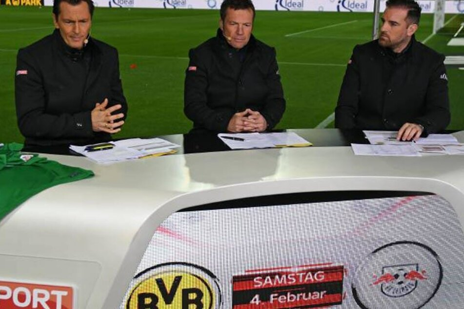Sky-Moderator Sebastian Hellmann (links) zeigte sich von dem Stangenwurf erschüttert.