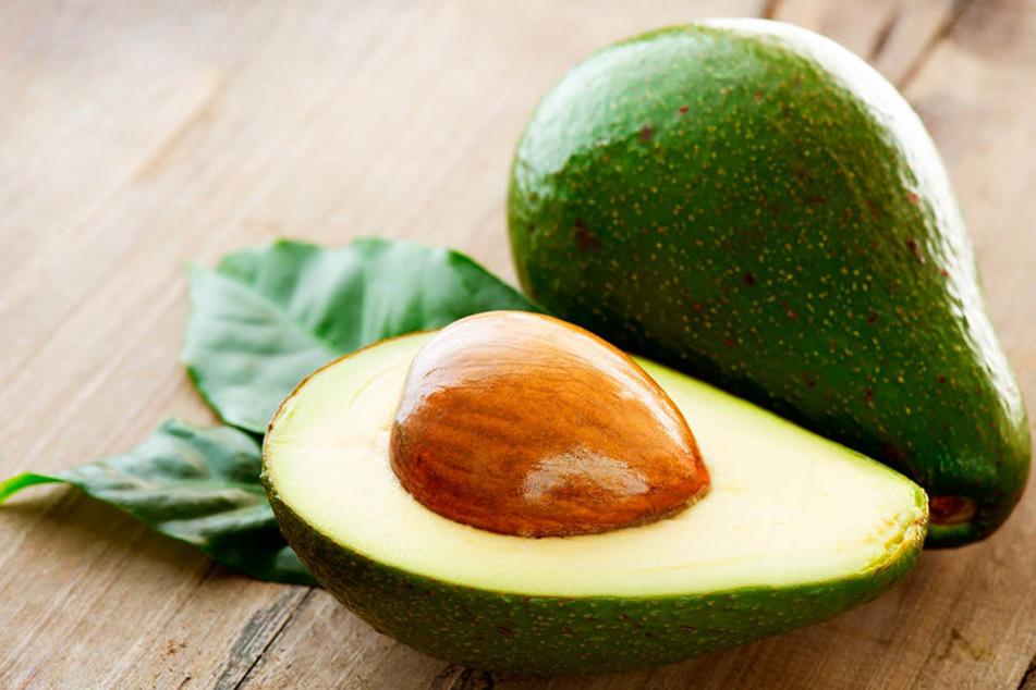 Vor dem Avocado-Essen sollte man die Frucht immer waschen.